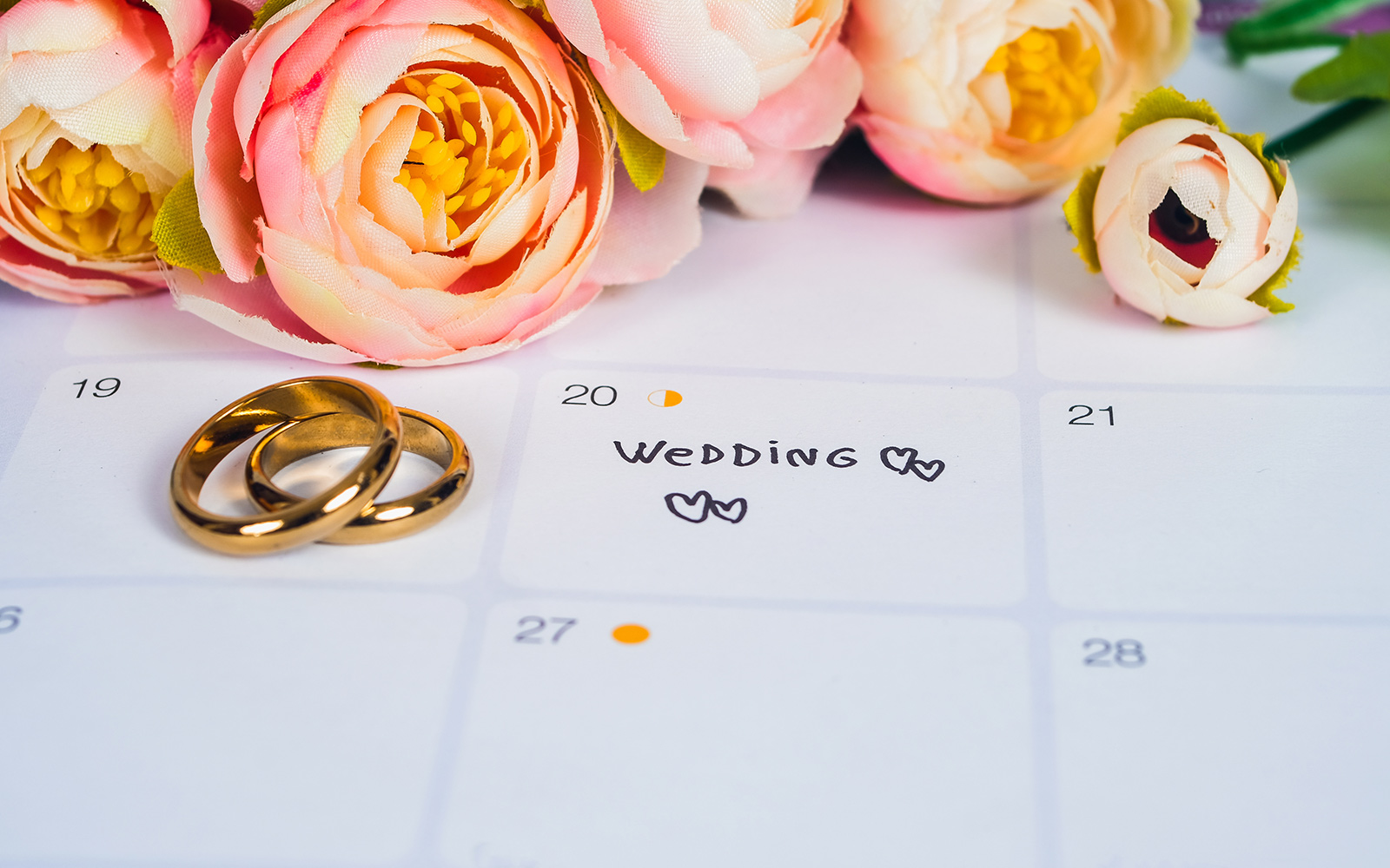 calendar-highlighting-wedding-date